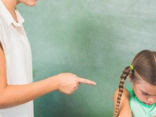 Despre consecințele penale și disciplinare, în cazul profesorilor agresori sau martori