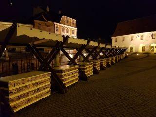 Primăria Sibiu închiriază 19 standuri pentru comercializarea de produse hand-made și de artizanat în Piața Mică