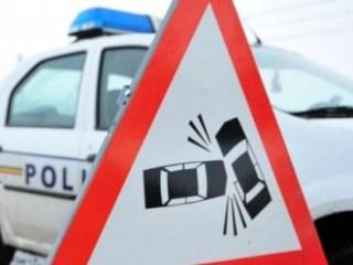 Ghinion CUMPLIT pentru o sibiancă: A fost lovită pe trotuar de o mașină proiectată din stâlp
