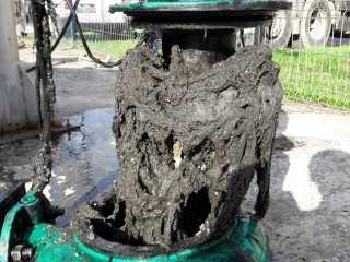 Nu aruncați măștile și mănușile de protecție în rețeaua de canalizare! Rețeaua de canalizare se blochează de câte 8 ori pe zi