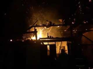 Noapte de foc pentru pompierii din Săliște