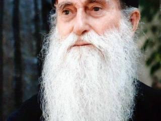 """Răspunsul şocant al părintelui Arsenie Papacioc. M-a întrebat o fată: """"Care-i prima condiţie să fii maică?"""""""