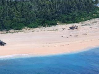Salvare ca-n filme. Trei marinari au fost descoperiți pe o insulă pustie după ce au scris SOS pe nisip