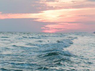 Atenție! Lista zonelor de pe litoral în care masca de protecție este obligatorie, începând de azi!