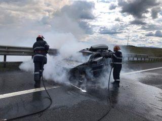 FOTO: Mașină în flăcări pe autostrada A1!