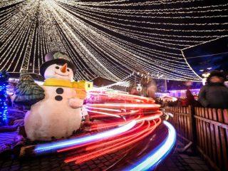 """Crăciun """"altfel"""": A început instalarea iluminatului de sărbători în Sibiu"""
