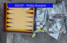 FOTO: Traficanți de droguri din trei localități ale județului prinși după au vândut droguri timp de minim un an