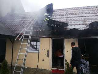 FOTO: Incendii în dispensarul din Hamba și la o afumătorie din Avrig