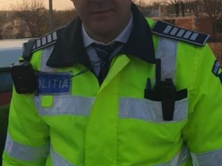 """VIDEO. """"Joaca""""unui polițist din Sibiu cu un grup de copii. Reacția micuților la sirena Poliției"""