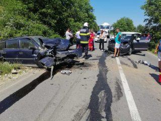 FOTO: Mașini făcute praf după o coliziune