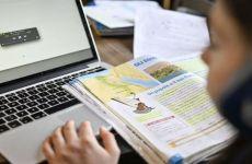 Elevii din 54 de localități din România s-au întors la școala online