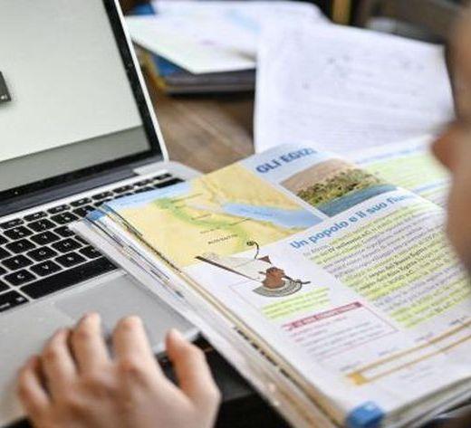 Cele mai noi îmbolnăviri COVID în școli. Numărul copiilor în online depășește 15.000