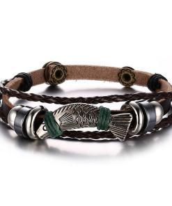Bracelet Poisson en Corde tressée sur fond blanc vue sur poisson et corde tressee