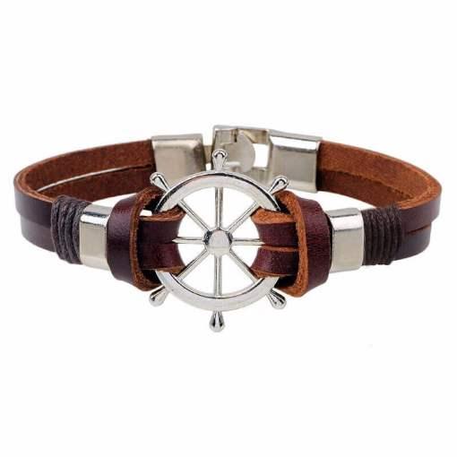 Bracelet en cuir vintage forme gouvernail zoom sur la face du bracelet