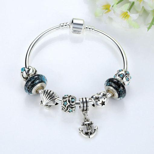 Bracelet de charme avec perles de verre