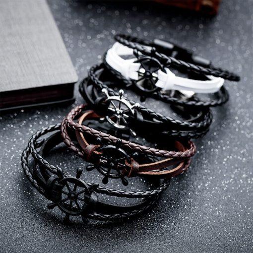 Bracelet de marin motif gouvernail en cuir multicouche