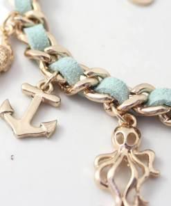 Bracelet série de coquillages et mer focus sur ancre et pieuvre