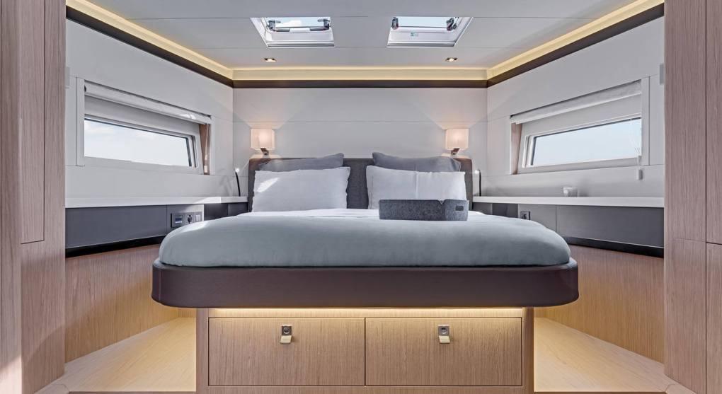 interieur-cabine-1-oceanis-yacht-62-beneteau-mesailor