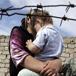 Migrantes y Refugiados. Madre e hijo.
