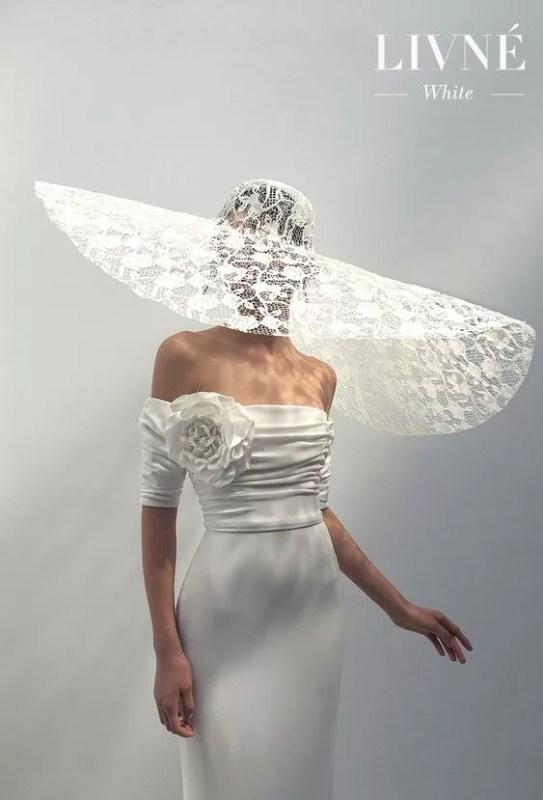 idees accessoires photo grossesse grand chapeaux dentelle blanche