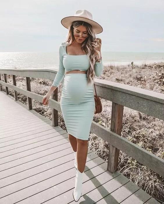 crop top ensemble jupe vert pastel Kelsey Floyd sur Instagram