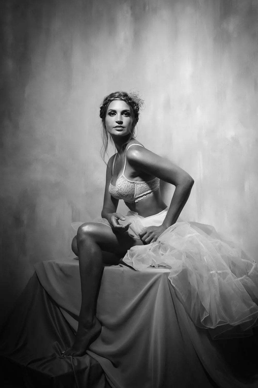 shooting photo femme lingerie dentelle et tulle paris noir et blanc