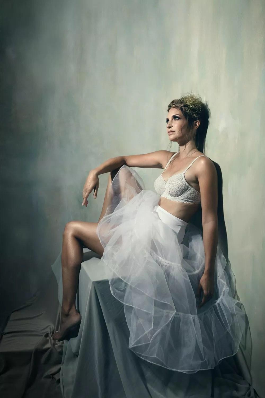 séance photo femme lingerie dentelle blanche style boudoir