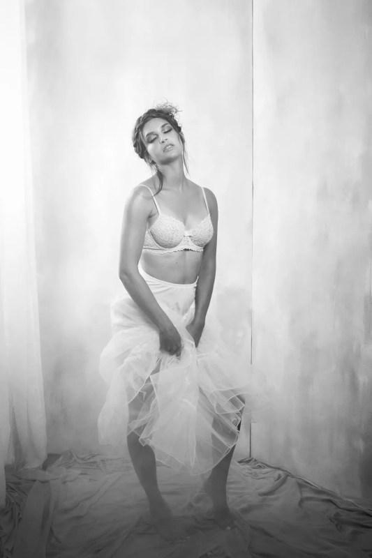 Séance photo boudoir theme danseuse de cabaret noir et blanc