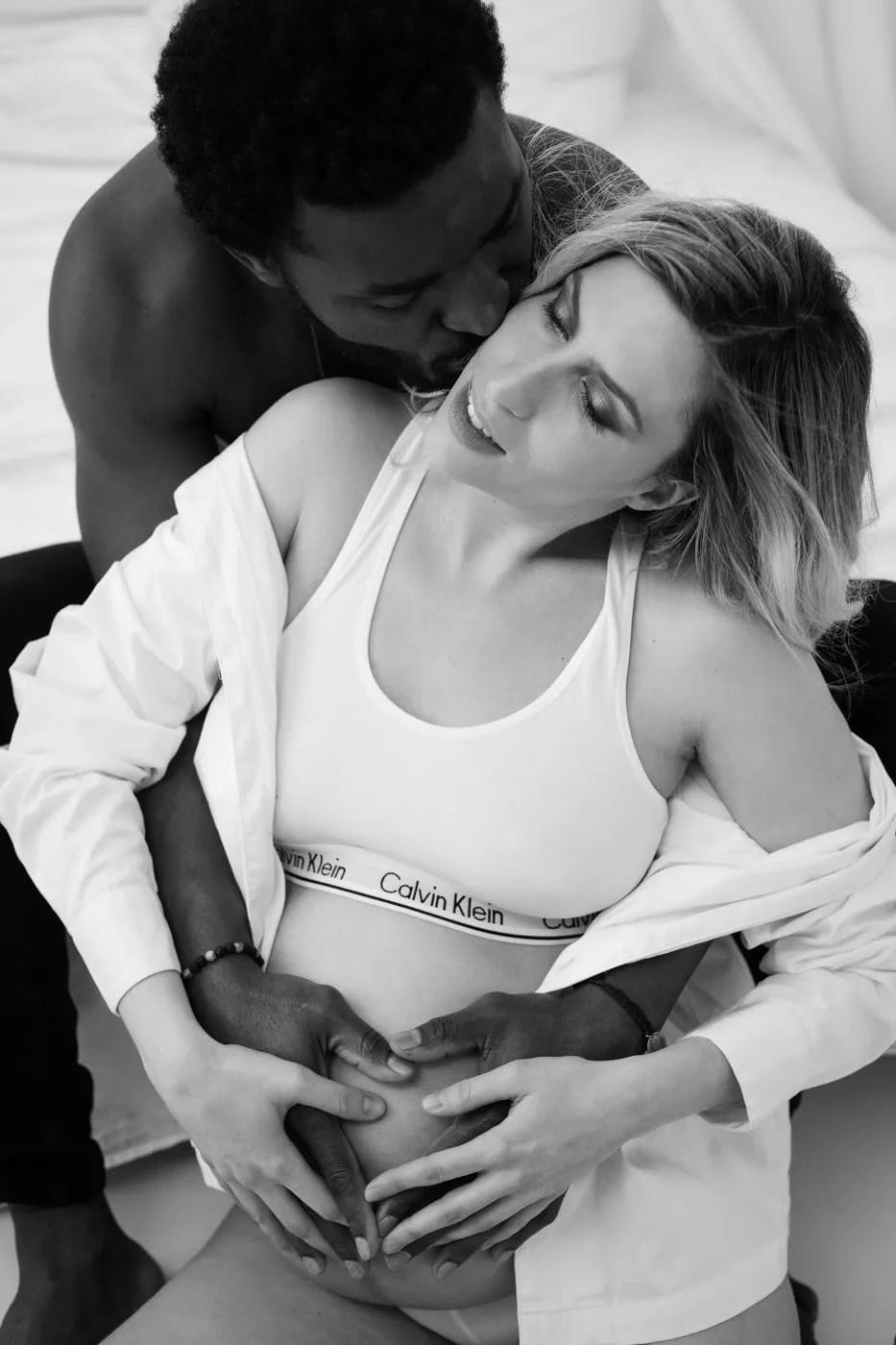séance photo grossesse  couple mixte sensuelle