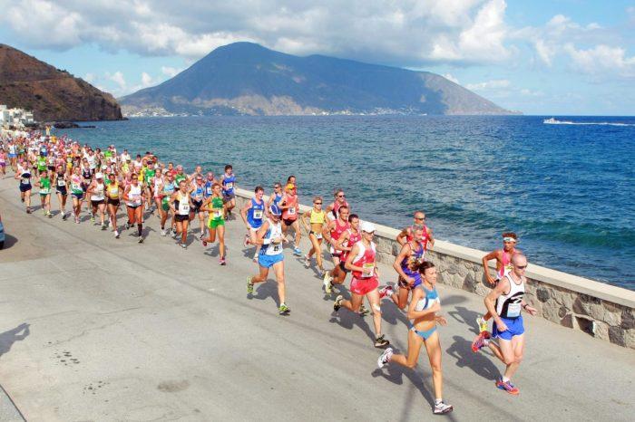 """Lo speciale sul """"Giro Podistico a Tappe delle Isole Eolie"""" su Onda TV"""