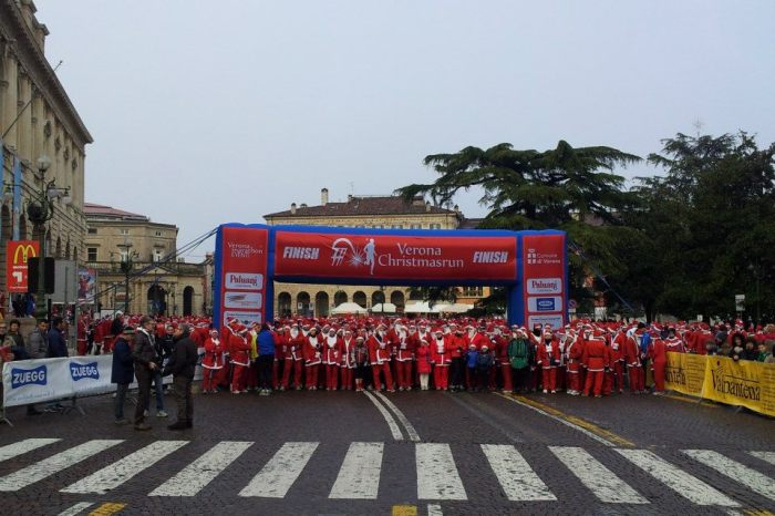 Verona Christmas Run: i Babbo Natale in piazza