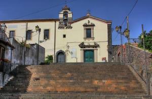 Trecastagni_-_Scalinata_della_chiesa_di_San_Antonio_da_Padova