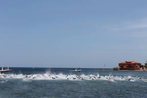 Partenza con la spettacolare frazione nuoto
