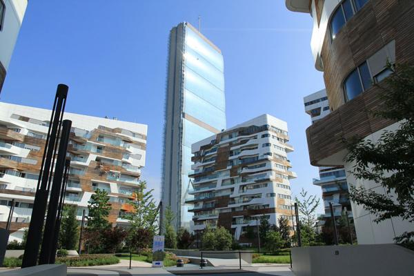 A Milano la prima corsa verticale alla conquista della Torre Allianz