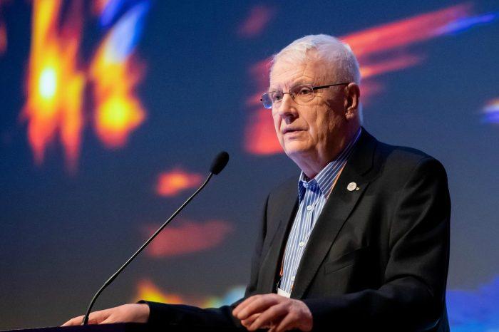 Il 72enne Hansen confermato presidente EA