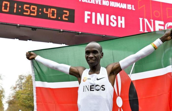 """Kipchoge ha scritto la storia: 1h59'40"""" nella maratona"""