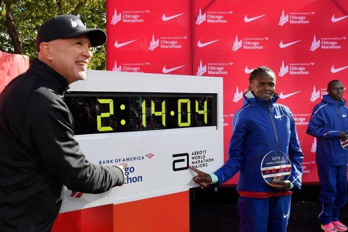 Kosgei, nuovo record nella maratona femminile