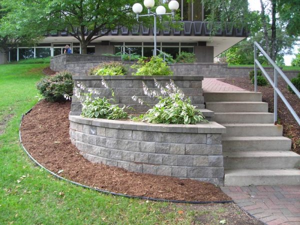 landscaping contractor messner