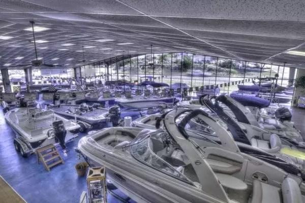 Des photos et vidéos pour votre site internet de concession de bateau