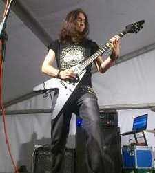Gabezia presentan a su nuevo guitarra