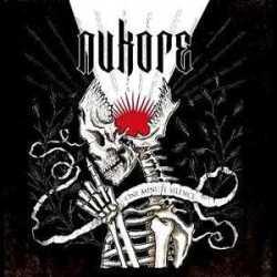 Nukore escucha «Like My Likes»