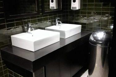 Υδραυλική εγκατάσταση σε μπάνιο
