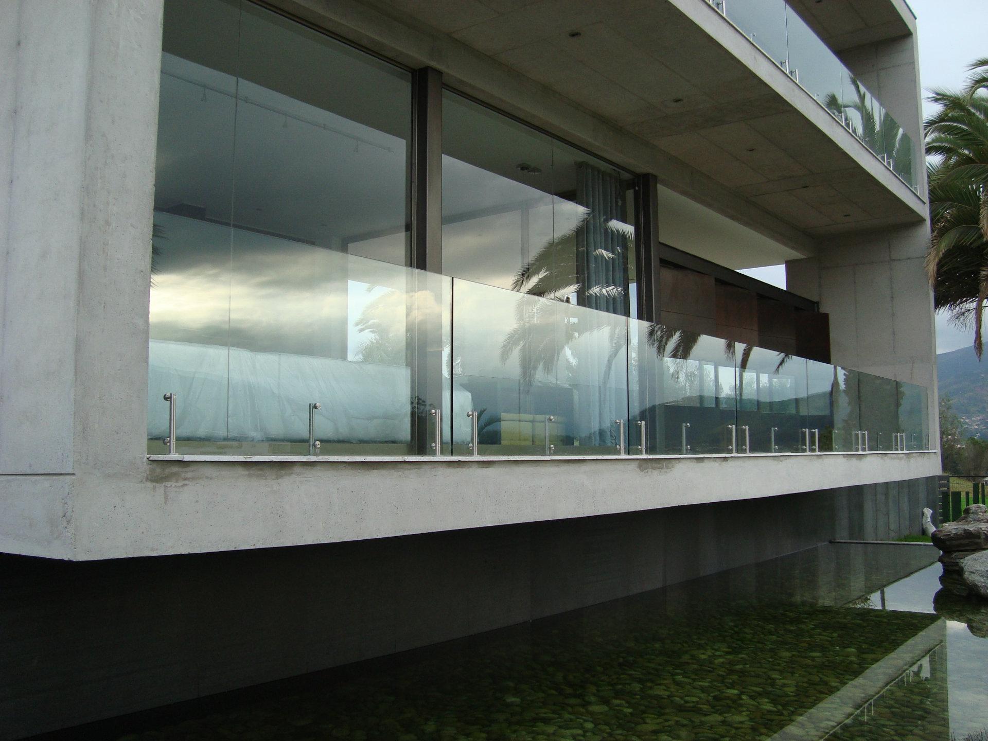Pasamano vidrio templado  Metalmachine