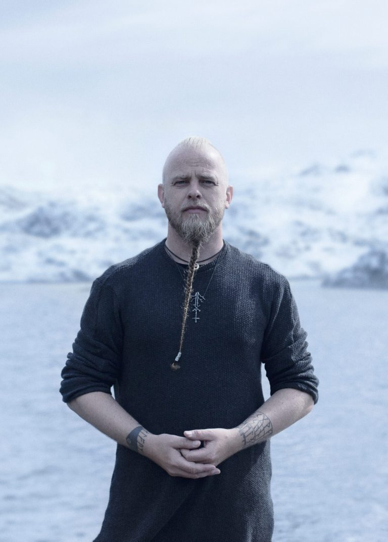 Read more about the article <strong>WARDRUNA</strong> <br/> Oiseau rare