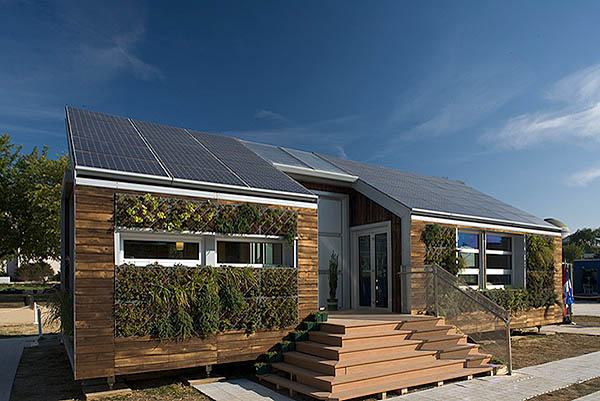 zero-energy-home-with-solar-panels