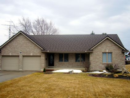 This one story Ontario home features Steel Shake in the colour Natural Wood installed by Metal Roof Outlet.