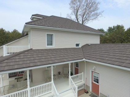 This Ontario home complemented their cream-coloured siding with a Metal Shake roof in a natural wood style.