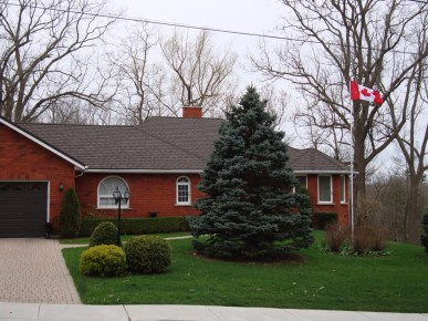 Ontario bungalow with Steel Granite Ridge Shingle roofing by Metal Roof Outlet