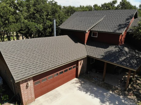 A country home with installed Oakwood CF Shingle roofing