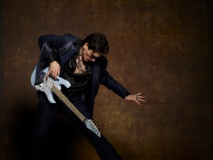 Steve_Vai_BlueSuit_060RS